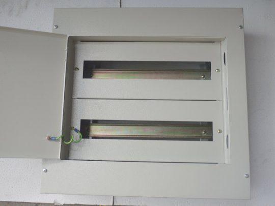 18 x 2 Way Metal Box